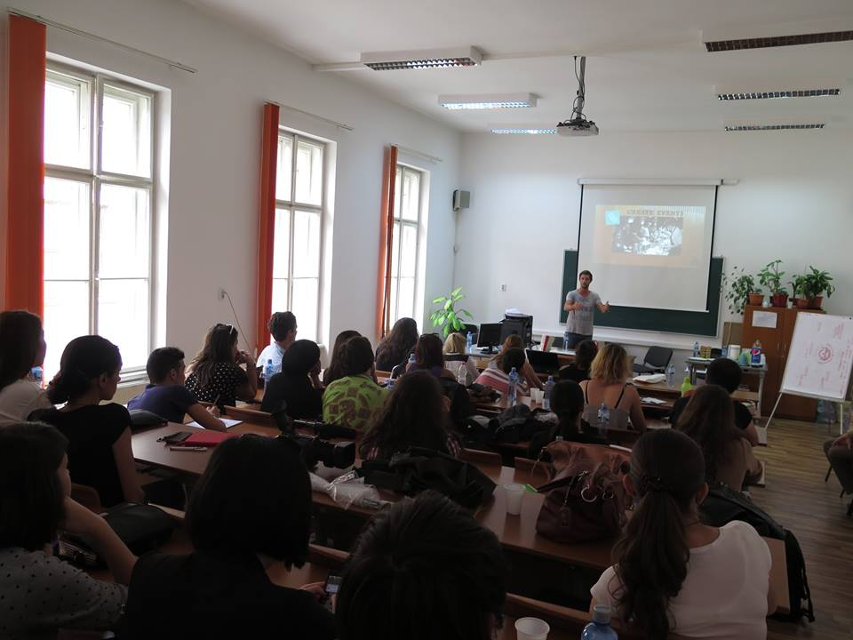 The Backpacker Intern presenting at University of Transylvania