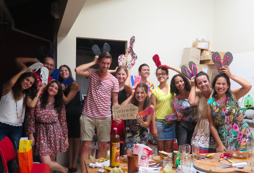 The Backpacker Intern + Step1 Idiomas Crew